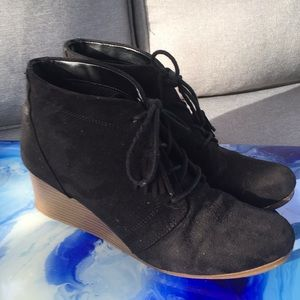 Dr. Scholl's suede wedge boots, size 8
